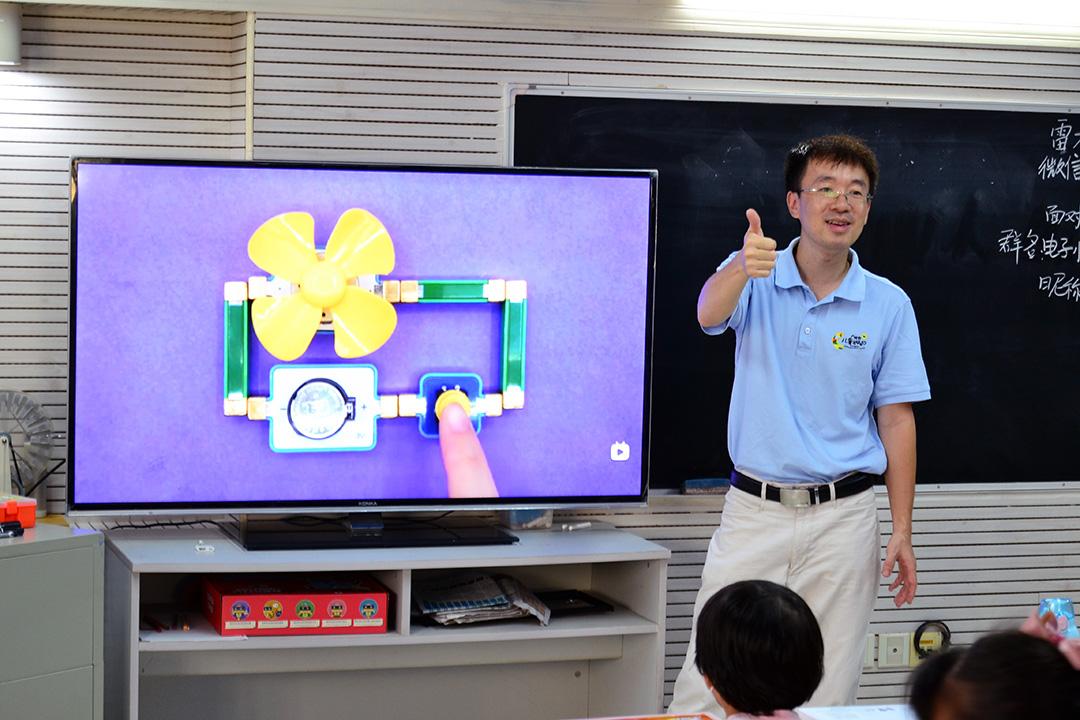 极客爸爸磁力电子积木助力青少年科技启蒙课堂